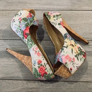 Shoes - 🎄floral heels with corkscrew accents